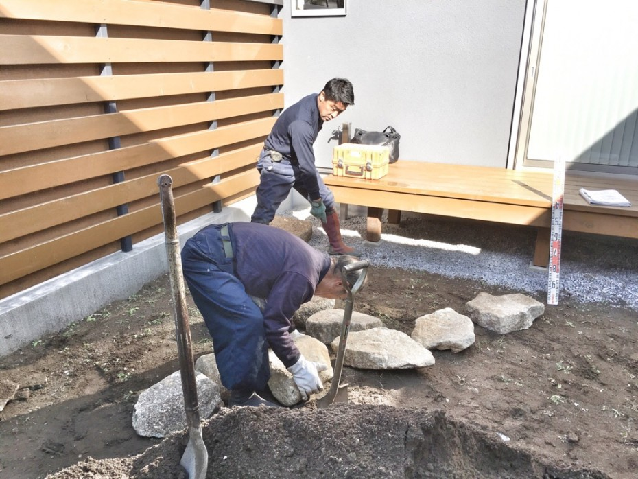 木曽石の飛び石仮置き作業